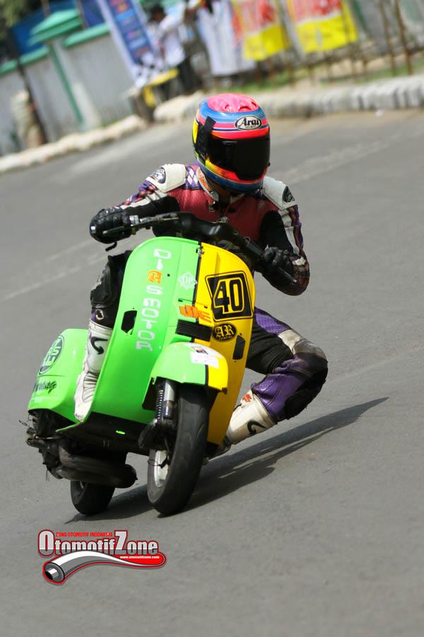 balap scooter tidak terakomodir…naah….Vespa juga bisa OMR ko coyy title=